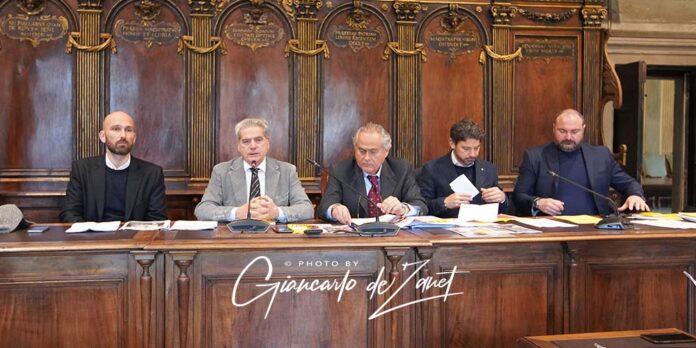 dirigente dell'VIII settore Eugenio Maria Monaco, il sindaco Giovanni Maria Arena, il consigliere cda Vt Ambiente Claudio Torcolacci, Pierluigi Tortorella e Maurizio Mariani.