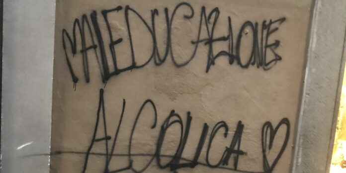 Viterbo, scritte sui muri