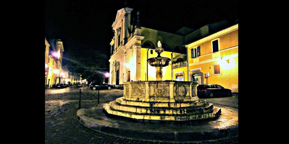 Piazza Canino