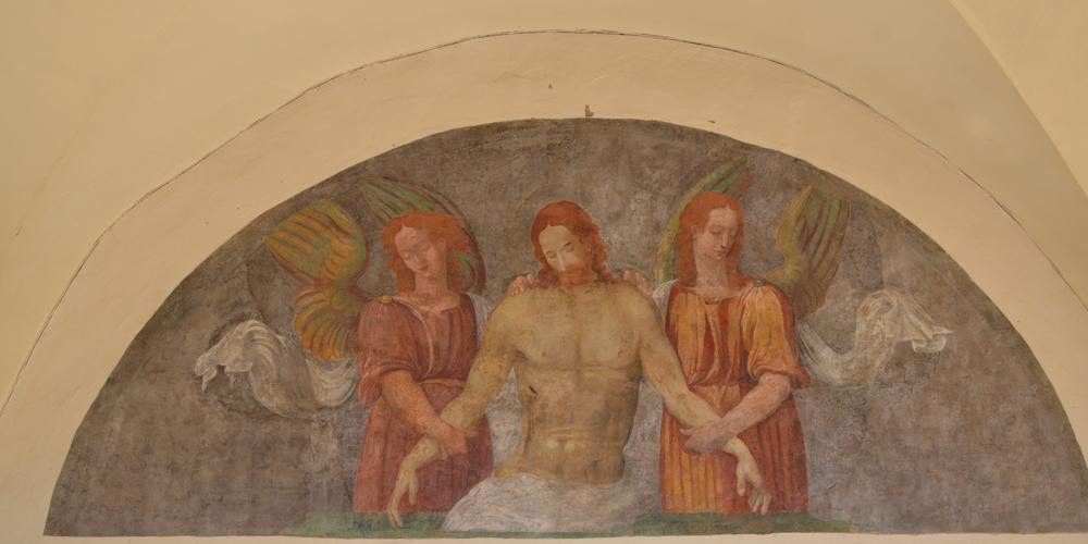Lunetta dipinta a fresco sotto i portici di palazzo dei Priori